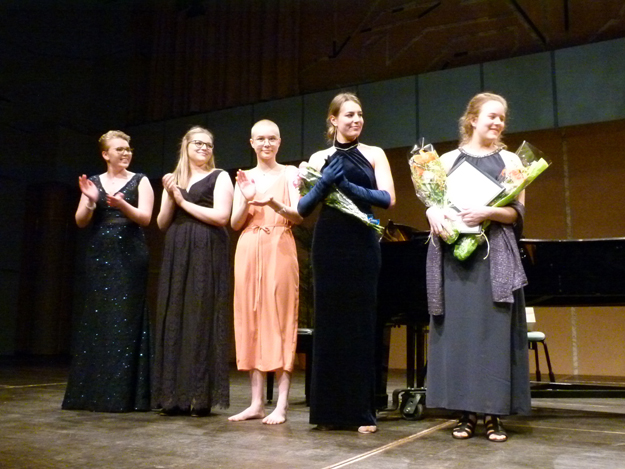 De fem finalisterna från vänster Kajsa Nilsson (flöjt), Rebecka Wallroth (sopran), Emma Eskeby (flöjt), Kari Koskinen (sopran) och Paula Sjöberg (cello)
