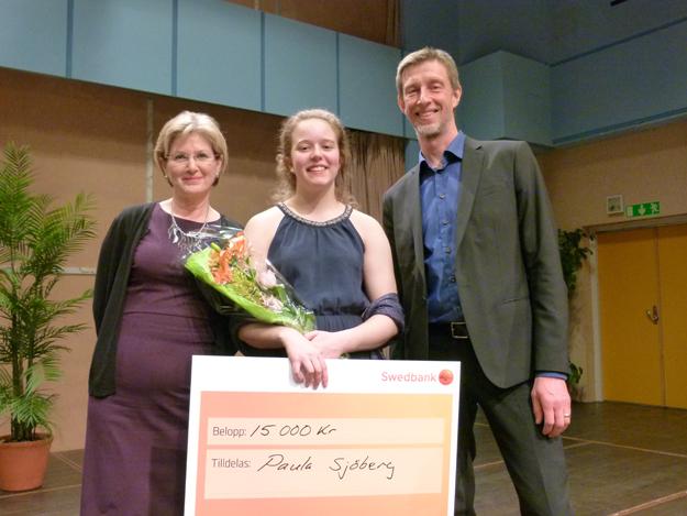 Vinnaren av Dalasolist 2017 blev Paula Sjöberg, cello, flankerad av länsmusikchefen Karin Holdar och Musikkonservatoriet Gabriel Lindborg